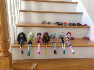 Cleo, Laguna,Draculora,Clawdeen, Ghoulia, Frankie, & Operetta